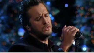 Muzyk country śpiewający klasyczną kolędę? Jego fani byli sceptycznie nastawieni