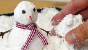Nie wiedziałam, że zrobienie sztucznego śniegu jest tak dziecinnie proste!