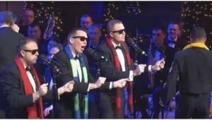 """""""United States Navy Band"""" wykonują świąteczny klasyk, a potem dołącza do nich mę"""