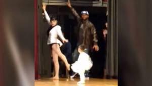 Zdenerwowana dwulatka zapomniała jak tańczyć. Na szczęście jej tata był na miejs