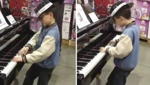 Chłopiec podszedł do pianina w sklepie i dał taki popis, że wszyscy zaniemówili!