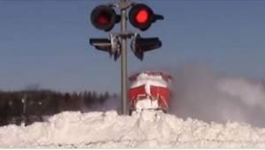 Gdy kierowca zobaczył, jak lokomotywa przedziera się  przez śnieg, złapał za kam