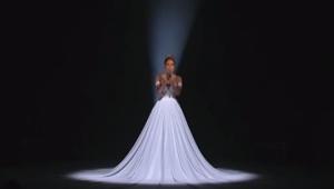 Jej występ był piękny, jednak gdy zgasły światła stało się coś jeszcze piękniejs