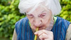 Lekarze ostrzegają - picie TEGO aż trzykrotnie zwiększa ryzyko demencji!