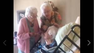 Każda z tych sióstr ma ponad 90 lat, a mimo to zachowują się jak młode, radosne