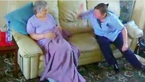 To, co nagrała kamera ukryta w salonie staruszki chorej na demencje, szokuje!