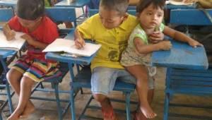 Chłopiec przyszedł do szkoły wraz ze swoim młodszym bratem. To co powiedział do
