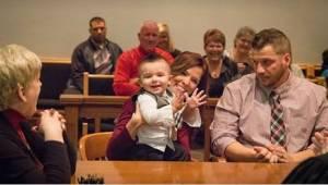 Dziecko wypowiada w sądzie tylko jedno słowo i sędzia momentalnie wie, że podejm