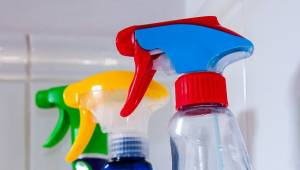 Naukowcy nie pozostawiają złudzeń - używanie tych środków do sprzątania może pro