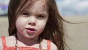 Ma zaledwie 5 lat, a już śpiewa dla Disneya!