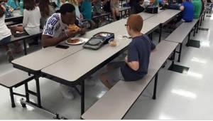 Chłopiec z autyzmem był zastraszany w szkole. Nauczyciel zrobił zdjęcie, które d