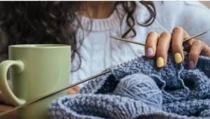 Dlaczego warto robić na drutach albo szydełkować? Zdziwicie się.