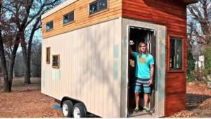 Student zbudował dom o powierzchni 14 metrów kwadratowych, żeby pójść na swoje.