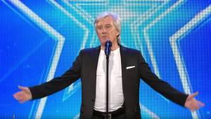 W wieku 68 lat w końcu zaprezentował światu swój talent! Co za głos!