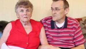 Matka z zaawansowaną demencją odzyskuje pamięć po tym jak jej syn zmienił jej di