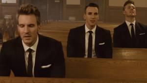 Trzech wokalistów, pusty kościół i klasyk grupy The Beatles. Ciarki na plecach g