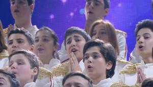 Dziecięcy chór wykonał legendarną piosenkę Bohemian Rhapsody. To po prostu trzeb