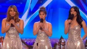 Na scenie pojawiają się trzy piękne dziewczyny, gdy tylko zaczynają śpiewać jury