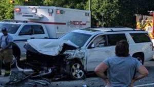 Matka z czwórką dzieci w samochodzie ma wypadek, odwraca głowę i widzi co robi j