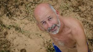 Młody chłopak obraził emeryta na plaży ale riposta starszego mężczyzny sprawiła,