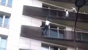 Mężczyzna wspina się na 4 piętro budynku, bez zabezpieczeń, by uratować dziecko
