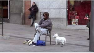Gdy ten bezdomny w końcu pokazał swoją prawdziwą twarz, wywołał sensację! Mnie t
