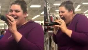 Kobieta złapała za mikrofon w zestawie do karaoke w sklepie. Chwilę później wszy