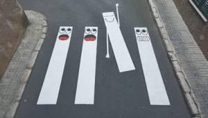 Francuski artysta zamienia przejścia dla pieszych w dzieła sztuki i rozśmiesza t