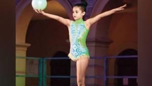 Giorgia to młoda gimnastyczka bez jednej nogi, zobacz jak wielki ma talent.