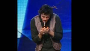 Magiczna sztuczka z papierosem, która zaskoczy każdego. Jak on to zrobił??