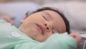 Opiekunka dziecięca zdradza dlaczego nigdy nie przyjmuje dzieci, które śpią. Każ