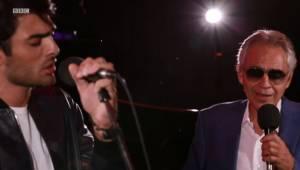 Andrea Bocelli wystąpił na żywo ze swoim synem. Ich występ zachwycił wszystkich