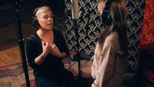 Pink zaśpiewała w duecie ze swoją 7-letnią córką. Ten występ jest po prostu magi
