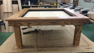 15-latek zrobił stolik na konkurs szkolny. Oglądając efekt końcowy nie trudno zg