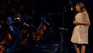 16-latka wspierana przez orkiestrę symfoniczną wykonuje jeden z najpiękniejszych