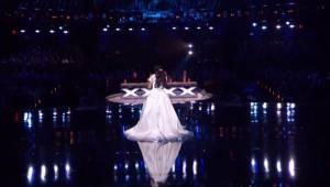 Finałowy występ młodej uczestniczki talent show sprawia, że cała publiczność daj