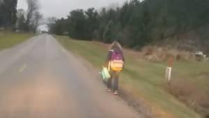 Spacer 8 km na mrozie. Oto kara jaką ojciec dał córce za to że znęcała się nad i
