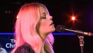 Nagrała swoją interpretację utworu Halleluja... I nie tylko my jesteśmy zachwyce