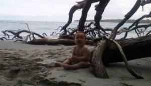 Rybak wyciągnął z morza lalkę, po chwili słyszy płacz i uświadamia sobie, że to