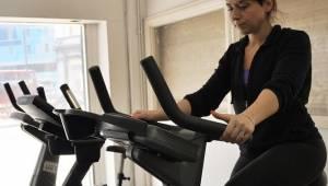 W siłowni zobaczył jak ludzie szydzą z jednej z ćwiczących kobiet, dał im nauczk