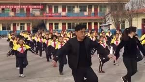 Dyrektor szkoły w Chinach miał dość, że uczniowie tak mało się ruszają. To co zr