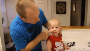 Groszek lub koralik utknął w nosie Twojego dziecka? Dzięki tej sztuczce możesz g