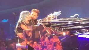Lady Gaga i Bradley Cooper po raz pierwszy wykonują na żywo przebój z filmu Naro