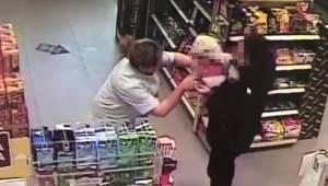 Kobieta wbiegła z sinym dzieckiem na stację benzynową. Na szczęście sprzedawczyn