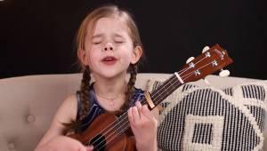 6-letnia dziewczynka postanawia nagrać swoją wersję znanego przeboju Elvisa, jej