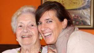 Badania potwierdzają: spędzając czas ze swoją mamą sprawisz, że pożyje ona dłuże
