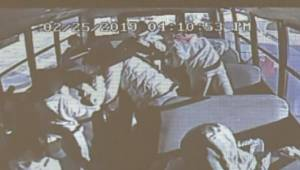 Uczeń zaczął krzyczeć, że jego brat się dusi, wtedy kobieta prowadząca autobus s