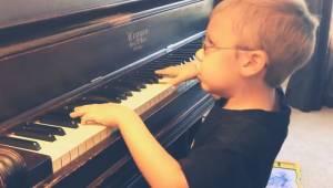 Sześcioletni niewidomy chłopiec zachwyca wszystkich swoim wykonaniem Bohemian Rh