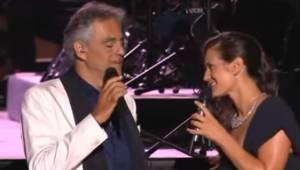 Andrea Bocelli znów zachwyca! Tym razem w duecie ze swoją piękną żoną. To trzeba