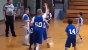Obserwuj uważnie zawodnika z numerem 50, to co zaraz zrobi sprawi, że wzruszysz